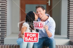 stock-photo-17808460-happy-couple-holding-for-sale-and-sold-signs-kissing